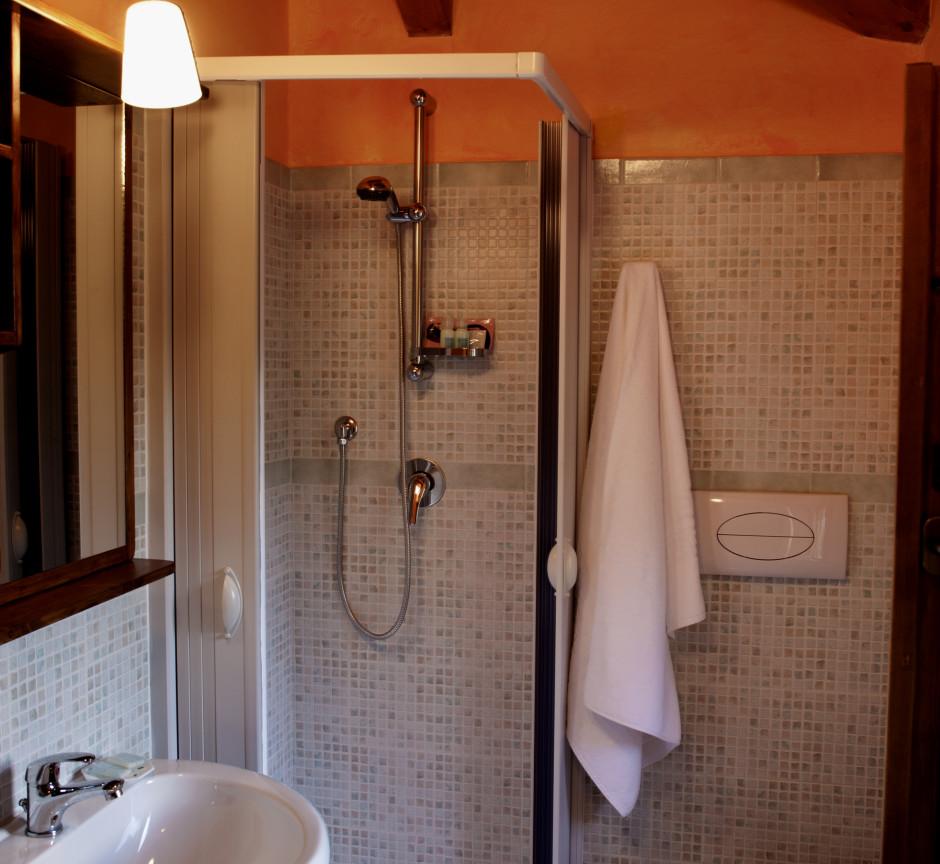 Orange Trees Room - Private Bathroom